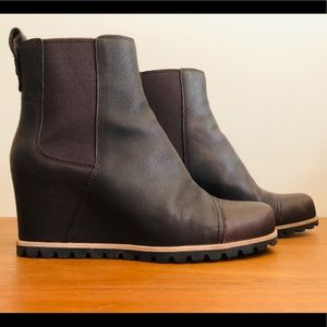 UGG Pax Wedge Boot - Waterproof!